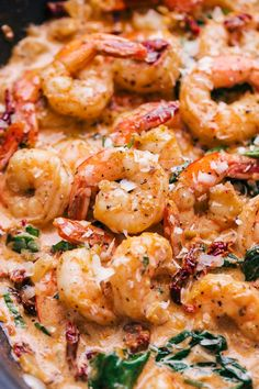 shrimp recipes Creamy Sun Dried Tomato Garlic Shrimp is not shy when it comes to flavor, creaminess, and the quot; Shrimp seasoned, cooked in sun dried tomato oil is and mixed with garlic and spinach is sensational. Cajun Shrimp Recipes, Prawn Recipes, Fish Recipes, Seafood Recipes, Dinner Recipes, Cooking Recipes, Healthy Recipes, Shrimp And Spinach Recipes, Garlic Recipes