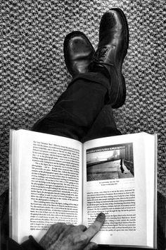 Photos - Fotos: Andre Kertesz - Retratos Humanos - Human Portraits - Part Links Henri Cartier Bresson, Andre Kertesz, Edward Weston, Robert Doisneau, Men In Black, Black White, Books To Read, My Books, People Reading