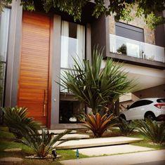 Minimalist Decor - My Minimalist Living House Front Design, Modern House Design, Future House, My House, Design Exterior, Modern Contemporary Homes, Modern Landscaping, Facade House, Minimalist Decor