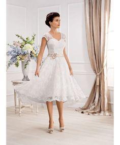 643fe8aff87a Vestito da Sposa Corto in pizzo con spalline di pizzo e cintura in raso  colorata