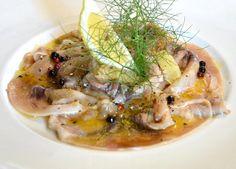 Il Carpaccio di pesce spada ha una preparazione velocissima ed è un piatto fresco e leggero al profumo di finocchietto selvatico.