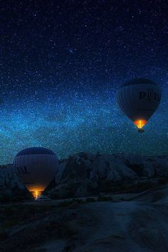 Flight to the Milky Way. Two hot air balloons soar into the night sky filled with stars. Cool Pictures, Cool Photos, Beautiful Pictures, Beautiful Sky, Beautiful World, Simply Beautiful, Sky Full Of Stars, Milky Way, Stargazing