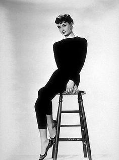 33-208 Audrey Hepburn C. 1952