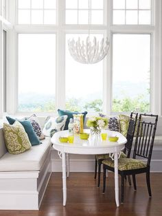 pretty breakfast nook