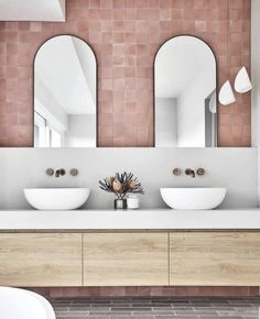 Useful Walk-in Shower Design Ideas For Smaller Bathrooms – Home Dcorz Interior Design Studio, Home Interior, Bathroom Interior, Interior Livingroom, Interior Architecture, Bathroom Inspo, Bathroom Inspiration, Bathroom Niche, Bathroom Black