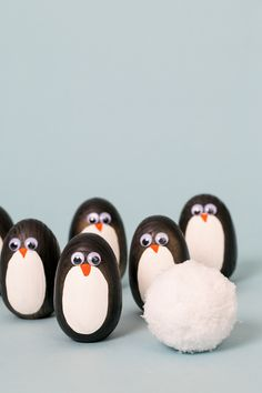 Penguin Bowling: This DIY activity is so much fun for toddlers and easy to do! Wooden-shaped eggs with a flat bottom and painted them like penguins.