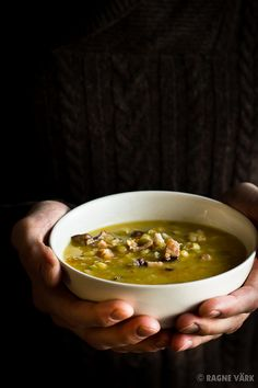 Kokkama Ragnega: Tummine hernesupp Estonian Food, Baltic Region, Pea Soup, Food Pictures, Allrecipes, Stew, Soups, Traditional, Ethnic Recipes