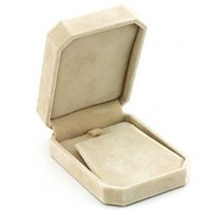 Clip-Corner Beige Earring/Pendant Box...(ST61-6475:234727:T).! Price: $19.99 #earringbox #jewelrybox
