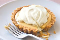 Banoffee Pie - Bananas and toffee are the ultimate in decadent combinations for this sweet pie. Caramel Recipes, Banana Recipes, Pie Recipes, Sweet Recipes, Dessert Recipes, Caramel Tart, Dishes Recipes, Banoffee Pie, Just Desserts
