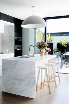 Modern Eat-In Kitchen Ideas (Kitchen design ideas in Decoration, Lighting, and Remodeling for eat-in kitchen style) Home Interior, Kitchen Interior, New Kitchen, Kitchen Dining, Kitchen Decor, Kitchen Ideas, Kitchen Inspiration, Awesome Kitchen, Kitchen Layout