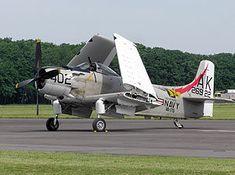 El Douglas A-1 Skyraider (antes AD) es uno de los aviones embarcados más importantes de la historia, y de los pocos que logró la transición al empleo terrestre a gran escala,