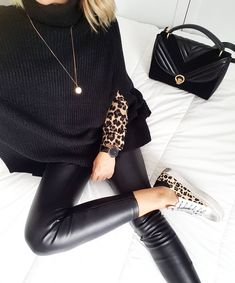 Throwing on a little leopard print can give any old outfit that added level of oomph needed to turn heads. It's edgy, bold, and guaranteed to give Look Fashion, Trendy Fashion, Womens Fashion, Fashion Trends, Street Fashion, Fashion Style Tips, Fall Fashion, Cheap Fashion, Fashion Details