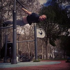 Una vez que algo es una pasión hay motivación. I  street workout  #streetworkout #workout #tbt #me #boy #calisthenics #calistenia #pasion #motivacion #love #nopainnogain #mgxmg #uxu #like4like #barstarzz #progress #back #backlever #people #fit #fitness #cool #amazing #nice #scorpionbars #f4f #Palencia #photooftheday #instaphoto by bogdy_jb43