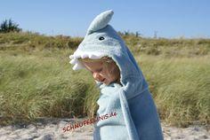 Kaputzentuch Hai, Wickelunterlage mit NAME möglich von SCHNUFFELINIS auf DaWanda.com