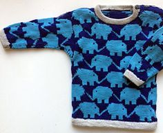 Elefantbluse i marine, turkis og lysegrå Baby Boy Sweater, Baby Cardigan, Knitting For Kids, Baby Knitting Patterns, Elephant Sweater, Crochet Baby, Knit Crochet, Boys Sweaters, Cool Baby Stuff