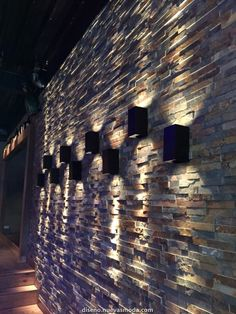 Maretti wandlamp in alternating heights mounted to the garden wall Modern Exterior Lighting, Home Lighting Design, Lighting Concepts, Ceiling Design, Interior Lighting, Wall Design, Bed Design, Blitz Design, House Front Design
