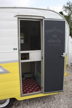 caravan renovation before and after 840062136731649601 - How to paint your vintage trailer door with chalkboard paint …. I dont have a … – How to paint your vintage trailer door with chalkboard paint …. I dont have a vintage trailer (ye – Source by Vintage Campers, Caravan Vintage, Retro Campers, Vintage Caravans, Vintage Travel Trailers, Camper Trailers, Scamp Trailer, Retro Trailers, Classic Campers