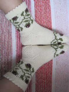 Knitting Socks, Knit Socks, Marimekko, Mittens, Christmas Stockings, Knitting Patterns, Holiday Decor, Crochet, How To Make