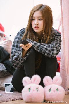 Rose da bias 2 grubun en iyi anlamda saf ı ve en tatlışıdır♥♥♥ Kim Jennie, Jenny Kim, Kpop Girl Groups, Korean Girl Groups, Kpop Girls, Forever Young, Rose Park, Blackpink Photos, Blackpink Fashion