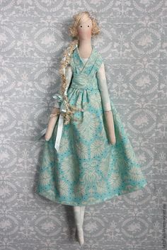 Love the criss-cross dress, and hair! Doll Crafts, Diy Doll, Doll Toys, Baby Dolls, Tilda Toy, Marionette, Fabric Toys, Sewing Dolls, Waldorf Dolls
