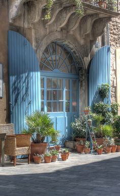 Gorgeous blue French doors and Palladian window with blue shutters. Ménerbes°°