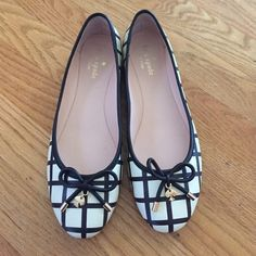 Sale!!! Kate Spade flats size 8 Wore is only one time! Very cute but I usually wear heels ... Not a flats person. They come with the box! kate spade Shoes