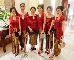 Lady in red Kebaya Lace, Kebaya Brokat, Dress Brokat, Kebaya Dress, Batik Kebaya, Batik Dress, Kebaya Kutu Baru Modern, Modern Kebaya, Kebaya Muslim
