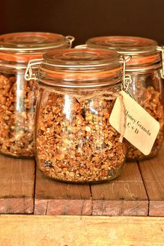 Jar Healthy Homemade Granola Recipe I jar snack to go I jar gift for family and friend Granola, Breakfast Recipes, Snack Recipes, Healthy Snacks, Healthy Recipes, Food Porn, Homemade Muesli, Homemade Tea, Food Gifts