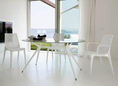 Tavolo ovale Metropolis bianco by SCAB Design Glass Round Dining Table, Modern Dining Chairs, Dining Room Furniture, Dining Tables, Outdoor Dining, Indoor Outdoor, Chair Design, Furniture Design, Contemporary Furniture