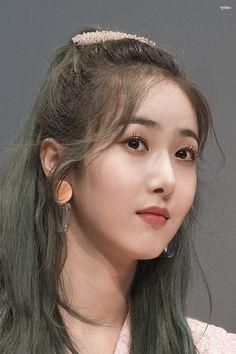 SinB Kpop Girl Groups, Korean Girl Groups, Kpop Girls, Sinb Gfriend, G Friend, South Korean Girls, Dancer, Pearl Earrings, Beautiful