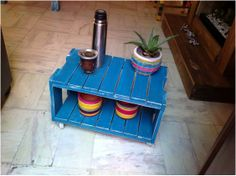 Mesita matera. Madera reciclada. Ideal para living interior o exterior. Variedad de colores y medidas. Resistente a la intemperie. - Medidas: 0.40 x 0.60 m. CONSULTAR PRECIO EN NUESTRA PÁGINA DE FACEBOOK.
