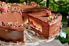 Това е една от най - вкусните торти, които съм правила. Изключително нежна като консистенция и богата на вкус и аромат. Приготвя ...
