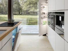 Tutustu keittiömallistoomme - Tilavaan keittiökokemukseen, jonka painopiste on lisätilassa ja ergonomiassa.