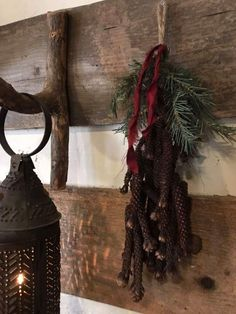 Christmas Hacks, Christmas Porch, Prim Christmas, Christmas Holidays, Christmas Decorations, Christmas Things, Primitive Christmas Decorating, Primitive Country Christmas, Holiday Decorating