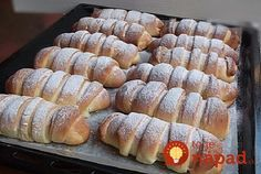Jemné na povrchu, krémové vo vnútri. Vyskúšajte fantastické croissanty plnené tvarohovým krémom. Sú jednoduché a na druhý deň chutia rovnako výborne.