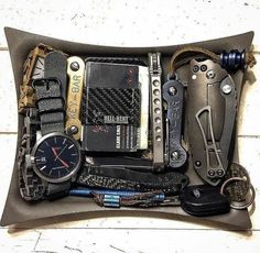Gears checklist for the ultimate bug out bag. Urban Survival, Survival Tools, Survival Hacks, Survival Stuff, Urban Edc, Edc Tactical, Tactical Truck, Edc Everyday Carry, Edc Knife