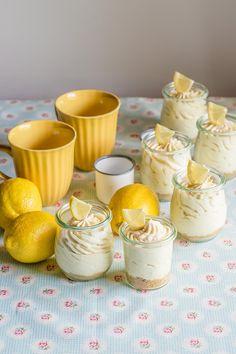 Suave mousse de limón y cheesecake, con queso crema y lemon curd, sin horno y en tarros