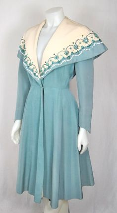 1940S blue and cream embellished dress coat with caplet collar (adore!). #vintage #1940s #coats #fashion