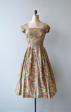 Vintage 1950s brushed cotton paisley print dress with short near cap sleeves, square neckline, fitted waist, full skirt and metal back zipper. Oh, and pockets! --- M E A S U R E M E N T S --- fits like: small bust: 34 waist: 26 hip: free length: 47 brand/maker: n/a condition: great,
