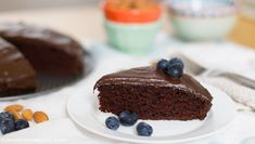 Recipe: Vegan Chocolate Cake with Chocolate Avocado Frosting | MNN - Mother Nature Network