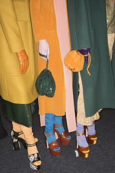 Women's Outfits : Rochas Fall 2016 Ready-to-Wear Fashion Show Beauty 70s Fashion, Fashion Week, Look Fashion, Fashion Details, Runway Fashion, Fashion Show, Womens Fashion, Fashion Trends, Vintage Fall Fashion