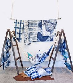 In the Camperdown studio, two textile artists Pepa Martin and Karen Davis have found success with an ancient Japanese dyeing technique, Shibori. Shibori is a term used to describe 'Shi… Azul Indigo, Indigo Dye, Japanese Textiles, Japanese Art, Fabric Display, Shibori Tie Dye, How To Dye Fabric, Store Design, Tie Dye