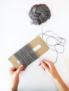 DIY Yarn Fringe Throw Pillow by Ashley Rose of Sugar & Cloth, a top lifestyl… Sewing Art, Sewing Crafts, Sewing Projects, Sewing Patterns, Sewing Pillows, Diy Pillows, Throw Pillows, Cushions, Diy Inspiration