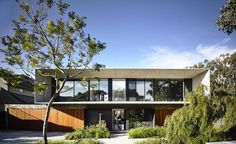 This Melbourne home, in the city's suburban Hampton neighbourhood, is the brainchild of Australian practice Matt Gibson Architecture + Design. Aiming to create a strong relationship between indoors and outdoors living, taking his cue from the city's mi...