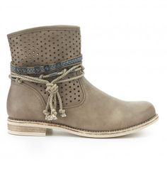 Botín plano perforados CREEKS Outlet, Wedges, Shoes, Fashion, Amor, Flat Booties, Piercing, Valentines, Winter