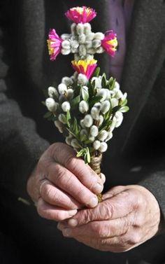 Palm Sunday (w willows ♡) Polish Easter, Orthodox Easter, Church Flowers, Palm Sunday, Easter Traditions, Holy Week, Easter Celebration, Orthodox Icons, Leaf Art
