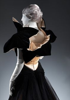 """""""The Genius of Charles James,"""" October at the Fashion Institute of Technology. Edwardian Fashion, 1940s Fashion, Timeless Fashion, Vintage Fashion, Emo Fashion, Charles James, Vintage Couture, Historical Clothing, Fashion History"""