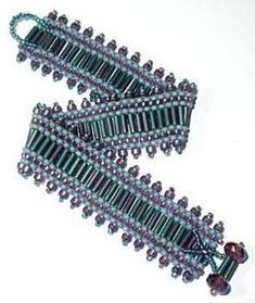 Bugle & seed bead peyote Beginner friendly Full Color Step-By-Step Instructions Photo Illustrations Beaded Bracelets Tutorial, Beaded Bracelet Patterns, Bead Loom Patterns, Woven Bracelets, Seed Bead Bracelets, Seed Bead Jewelry, Bead Jewellery, Beading Patterns, Bugle Beads