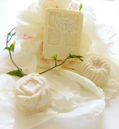 Shampooing cheveux solides - Shampooing savon DIY savon shampooing solide fait main You are in the right place about diy face mas - Diy Shampoo, Solid Shampoo, Shampoo Bar, Diy Fest, Diy Hair Care, Homemade Soap Recipes, Beauty Recipe, Home Made Soap, Handmade Soaps