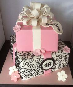 ▷ 1001 Ideen für Torte zum Geburtstag für unvergessliches Feier tarte à 18 Geburtstagstorten anniversaire cadeau Fondant-pie-boucle blanche Square Birthday Cake, 18th Birthday Cake For Girls, 60th Birthday Cakes, 18th Birthday Party, Birthday Ideas, Pretty Cakes, Beautiful Cakes, Bolo Sofia, 18th Cake
